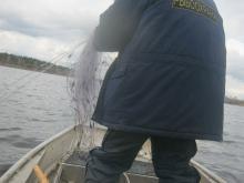 Сотрудники рыбоохраны извлекли из озера Ичет-ты 840 метров бесхозных сетей