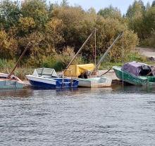 Инспекторами рыбоохраны по Вологодской области в ходе контрольно-надзорных мероприятий на реке Сухона за нарушения Правил рыболовства изъяты 5 плав средств, 3 мотора и 7 запрещенных сетных орудий лова