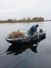 От бесхозных сетей очистили Псковское озеро