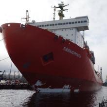 Лихтеровоз «Севморпуть» доставил по Севморпути в Санкт-Петербург 5,5 тыс. тонн камчатской рыбой